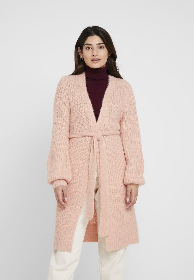 FLUFFY BALLOON SLEEVE CARDIGAN WITH BELT - Cardigan - dusky pink