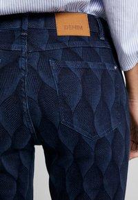 Yargici - PRINTED TROUSER - Slim fit jeans - dark indigo - 5