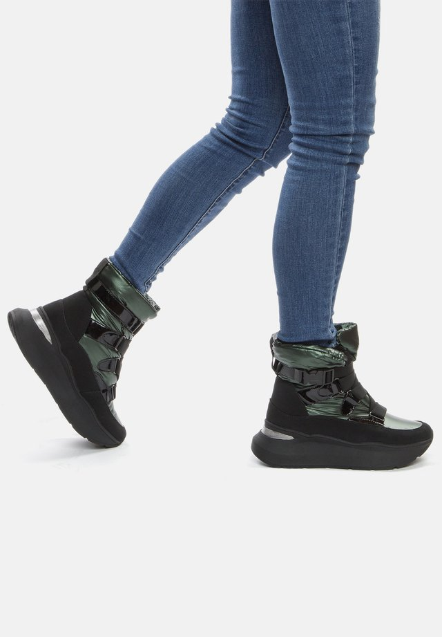 Winter boots - green / black