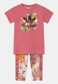adidas Originals - CREW SET HER LONDON ALL OVER PRINT ORIGINALS TRACKSUIT - Legíny - hazy rose/multicolor/black - 0