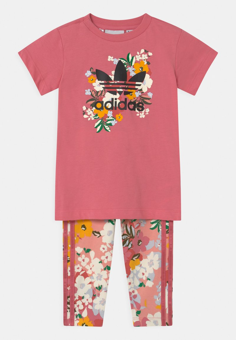 adidas Originals - CREW SET HER LONDON ALL OVER PRINT ORIGINALS TRACKSUIT - Legíny - hazy rose/multicolor/black