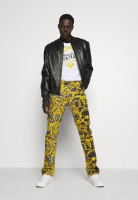 Versace Jeans Couture - MILANO ALLOVER PRINT - Slim fit jeans - black - 1