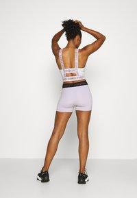 Nike Performance - PRO SHORT - Legging - infinite lilac/black - 2