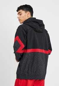 Jordan - DIAMOND CEMENT JACKET - Windbreakers - black/gym red - 2