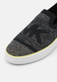 MICHAEL Michael Kors - SKYLER  - Sneakers laag - black/silver - 6
