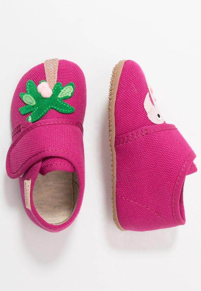 BABYKLETT FLAMINGO PALME - Chaussons pour bébé - fuchsia