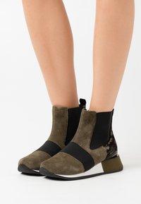 Gioseppo - SPUTINO - Kotníkové boty na klínu - verde - 0