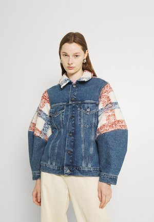 WEDGE SLEEVE TRUCKER - Denim jacket - blue