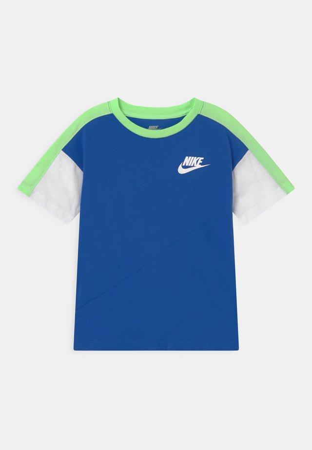 COLORBLOCKED - Camiseta estampada - game royal