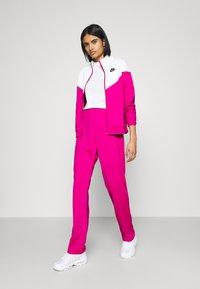 Nike Sportswear - TRACK SUIT SET - Sweatjakke - pink glaze/white/black - 1