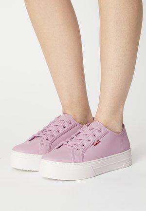 TIJUANA - Tenisky - lilac