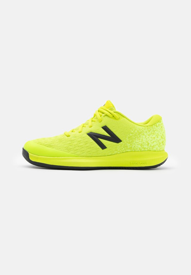 996 F4 - Scarpe da tennis per tutte le superfici - yellow/black