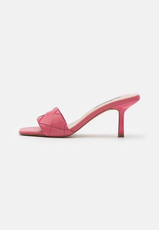 FRENZY - Korolliset pistokkaat - pink