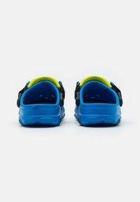 Crocs - Chanclas de baño - bright cobalt - 2