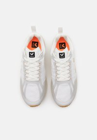 Veja - CONDOR 2 - Chaussures de running neutres - white/pierre - 3