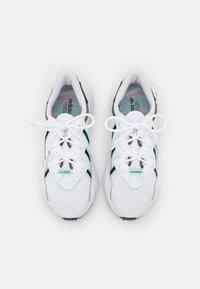 adidas Originals - OZWEEGO  - Tenisky - footwear white/frozen green/core black - 5