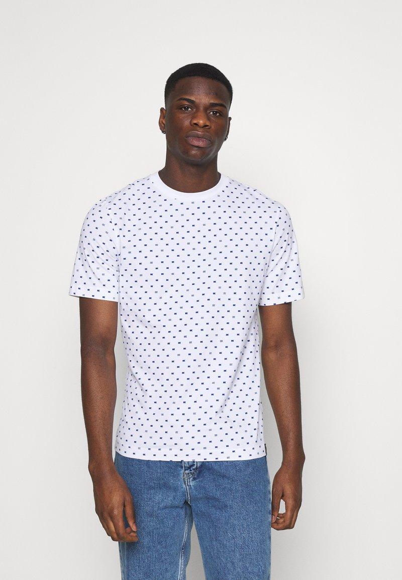Scotch & Soda - CLASSIC ALLOVER PRINTED TEE - Print T-shirt - white/blue