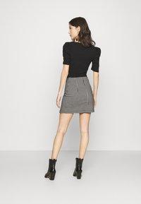 Topshop - CHECKED BENGALINE MINI - Mini skirt - monochrome - 2