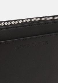 Calvin Klein Jeans - CAMERA POUCH - Taška spříčným popruhem - black - 3