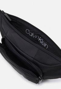 Calvin Klein - WAISTBAG UNISEX - Bum bag - black - 2