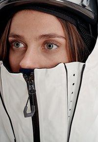 Mammut - Kurtka snowboardowa - marine-bright white - 10