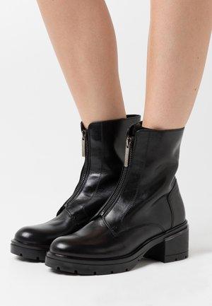 LISBONA - Kotníkové boty na platformě - nero