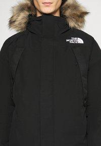 The North Face - NEW OUTERBOROUGHS JACKET - Kabát zprachového peří - black - 7