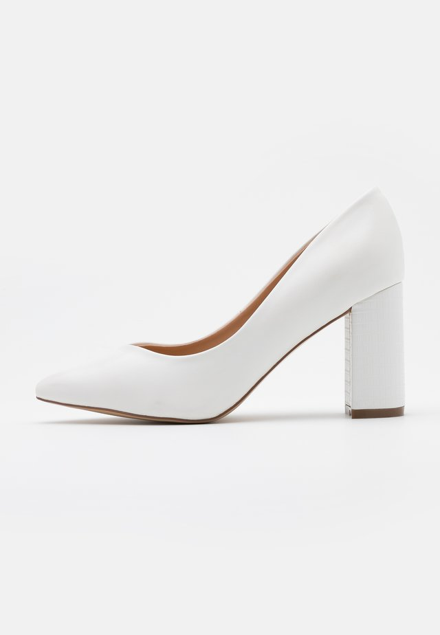 WIDE FIT WILDROSE - Escarpins à talons hauts - white