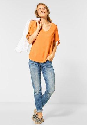 MIT KNOTENDETAIL - Blouse - orange