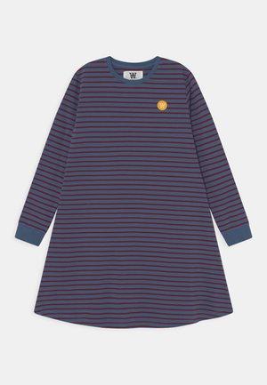 AYA DRESS - Jersey dress - blue/dark red