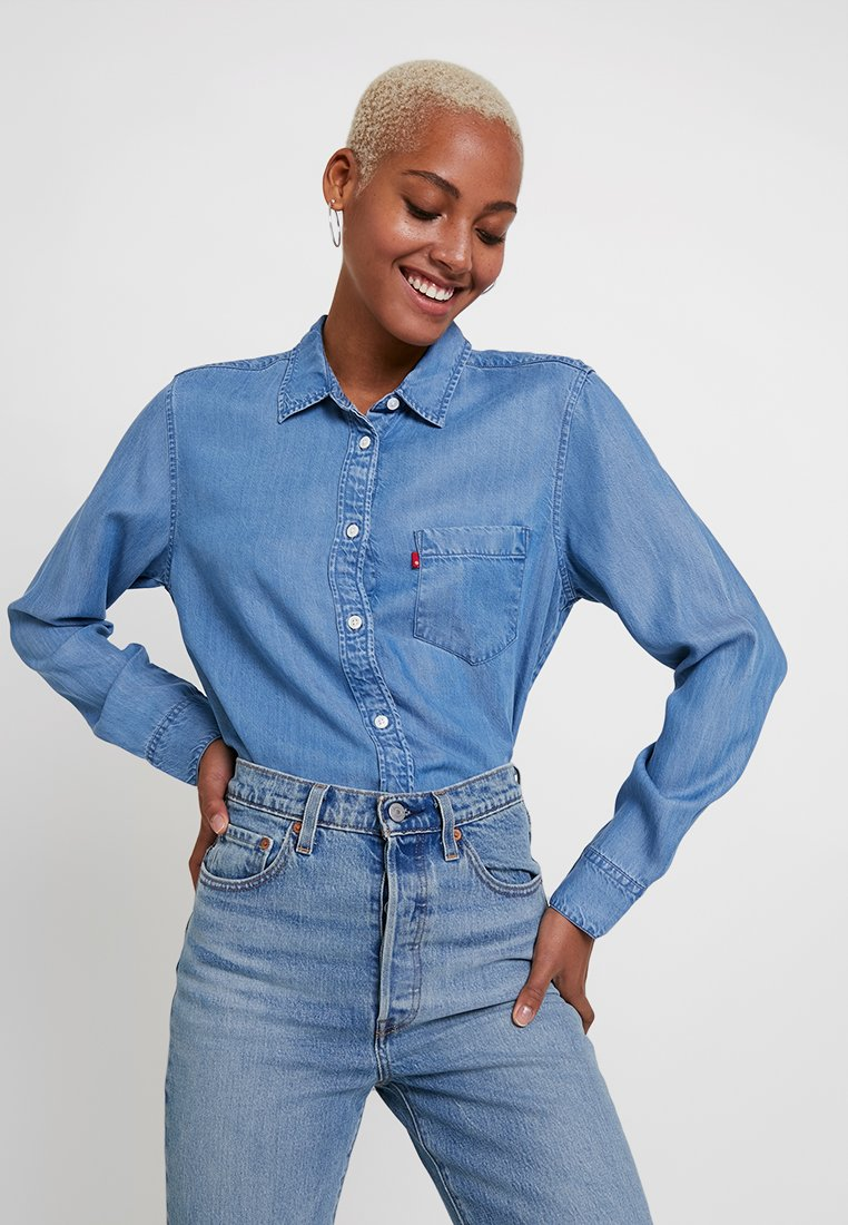 Levi's® - THE ULTIMATE BACK - Button-down blouse - medium authentic