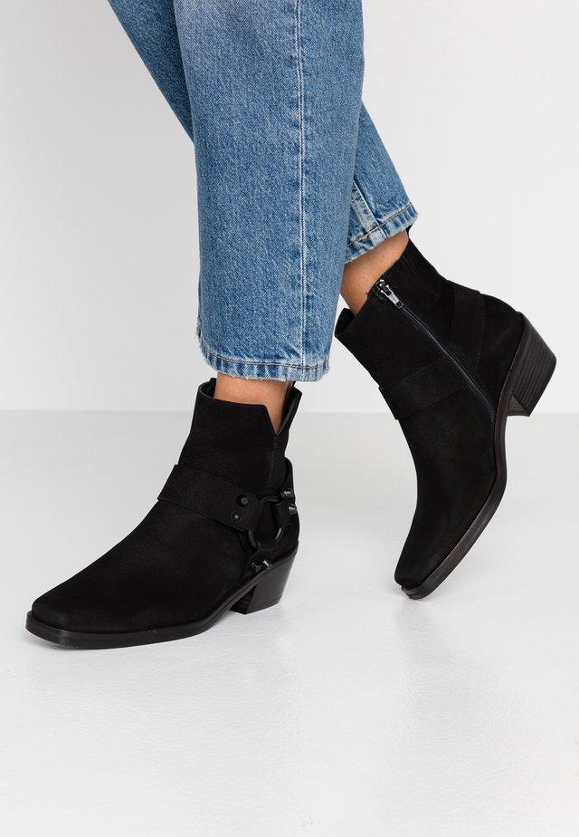 NIKKI - Cowboy/biker ankle boot - schwarz