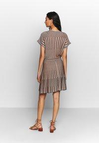 Benetton - DRESS - Pletené šaty - beige - 3