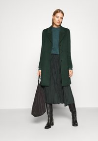 Selected Femme - SLFSASJA COAT - Klasický kabát - green gables - 1