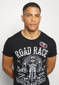Key Largo - MOTORBIKE ROUND - T-shirt z nadrukiem - black - 3