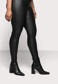 Pieces Curve - PCSKIN PARO CURVE - Trousers - black - 3