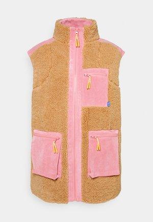 ADELECRAS VEST - Waistcoat - doe begonia pink