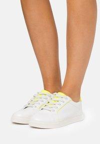 Miss Selfridge - TANYA BINDING TRAINER - Sneakers laag - neon yellow - 0