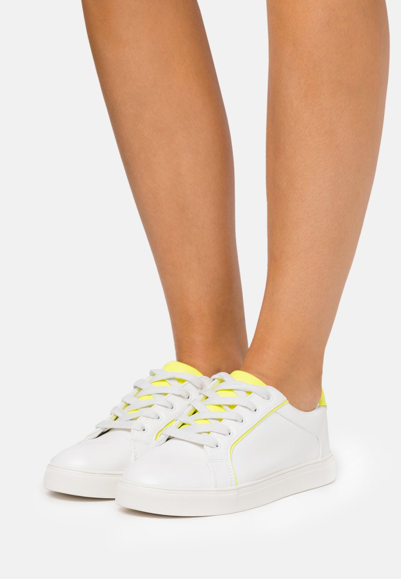 Miss Selfridge - TANYA BINDING TRAINER - Sneakers laag - neon yellow