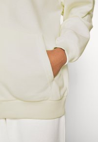 NA-KD - NA-KD X ZALANDO EXCLUSIVE ZIP HOODIE - Zip-up hoodie - off-white - 4