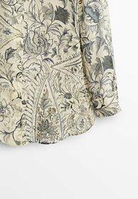 Massimo Dutti - BLÄTTERPRINT - Button-down blouse - beige - 6