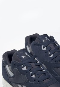 Reebok Classic - BOLTON ESSENTIAL - Trainers - heritage navy - 6