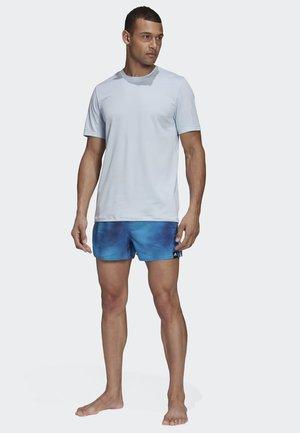 3-STRIPES FADE CLX SWIM SHORTS - Shorts da mare - tech indigo