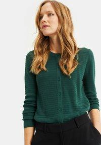 WE Fashion - MET STRUCTUUR - Cardigan - dark green - 3