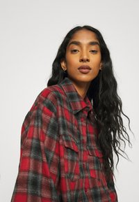 Missguided - BRUSHED OVERSIZED BASIC CHECK  - Button-down blouse - red - 3