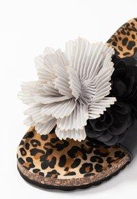 Colors of California - BIO WIDE SOLE MULTI FLOWERS - Mules - black - 2