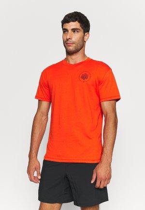 RUN ANYWHERE SHORT SLEEVE - Print T-shirt - orange