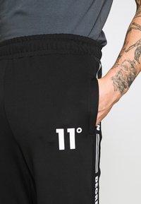 11 DEGREES - TAPED TRACK PANTS - Pantaloni sportivi - black - 4