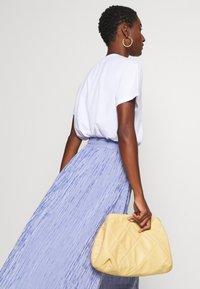 Rich & Royal - MIDI SKIRT STRIPED - A-line skirt - deep indigo - 3