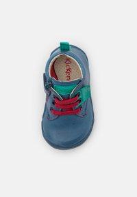 Kickers - WAZZAP - Dětské boty - bleu/vert - 3